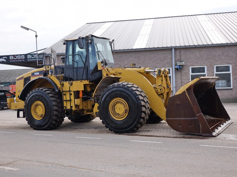 BossMachinery - Caterpillar 980H (Good Michelin tyres!)